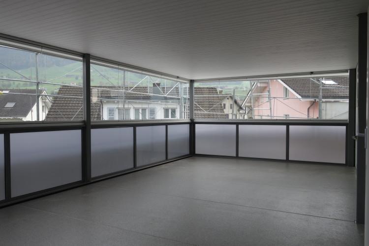 windschutz verglasungen t ren oz metallbau ag. Black Bedroom Furniture Sets. Home Design Ideas